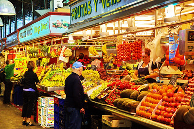 LaBoqueria_Lady-Selling-Tomatoes_D3S0088