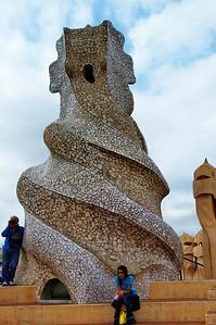 Gaudi_Museum_Swirled_Chimney_D3S8005