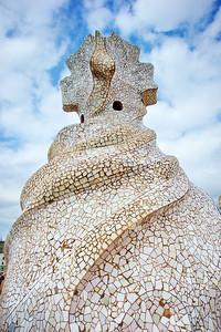 Gaudi_Museum_Swirrling-Cross_D3S0102+++