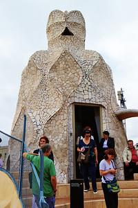 Gaudi_Museum_roof_chimney_white_D3S7997