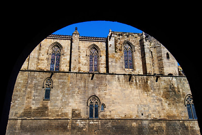 Barcelona_Cathedral_Arch-framed_D3S0110