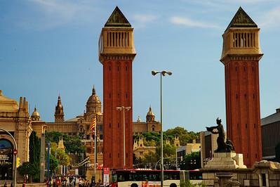 Barcelona_Plaza-de-Espanza_Pillars_D3S7983