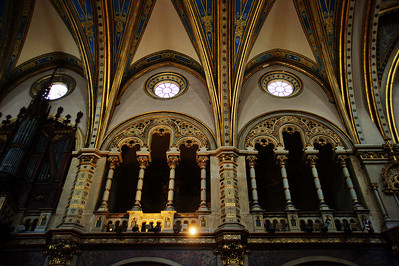 Montserrat_Basilica_ceiling+2nd-floorpillars_D3S0140