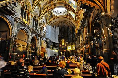 Montserrat_Basilica_interior_D3S0080