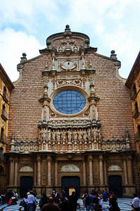 Montserrat_Basilica_front_D3S0142
