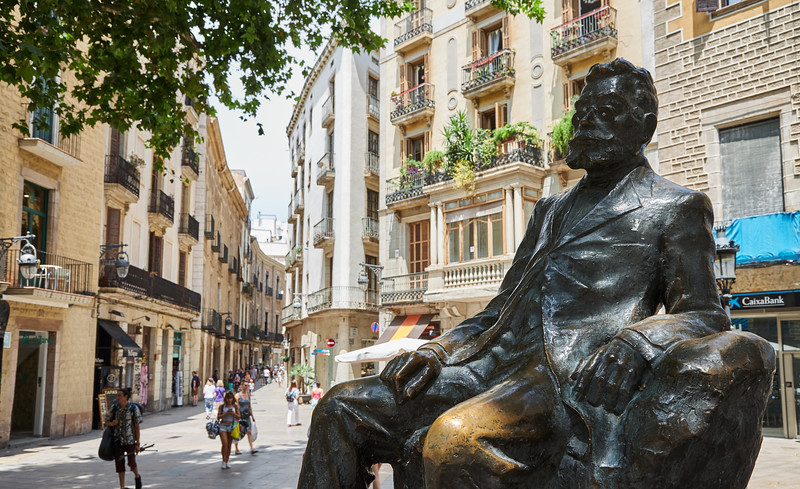 A seated bronze statue of Àngel Guimerà, a Spanish Nobel nominated writer, made in Catalonia in 1920 by Josep Cardona i Furró (1878- 1923) in the Gothic Quarter, Barcelona