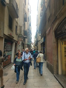 Walking through side streets in el Gotic
