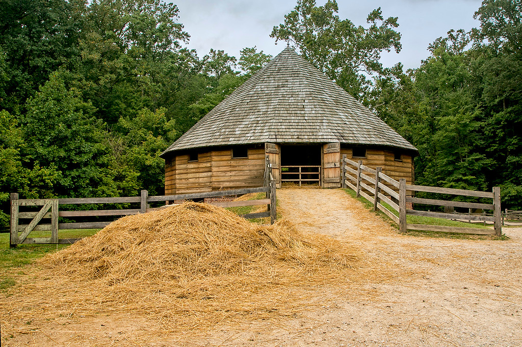 George Washington's recreated 1792 16 sided bank barn.