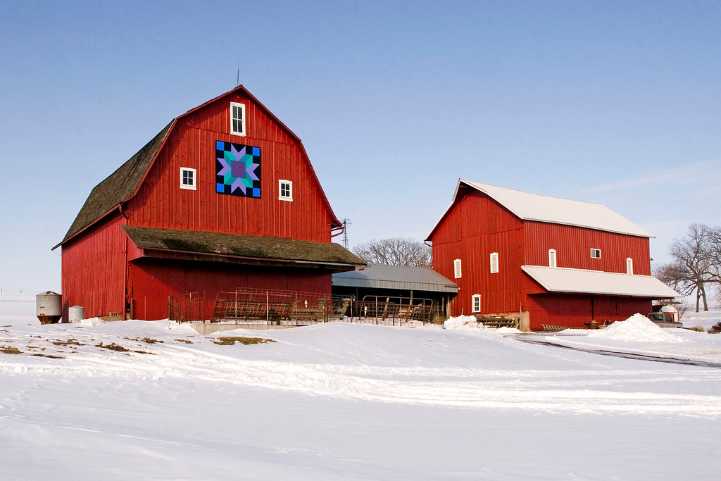 New England Style Connecting Barns