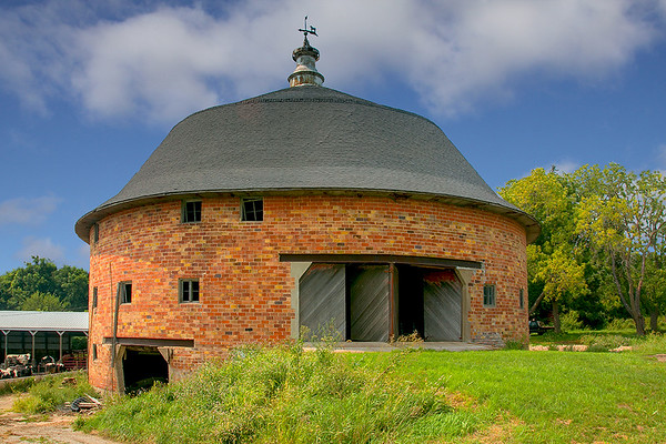 Iowa County round barn 46