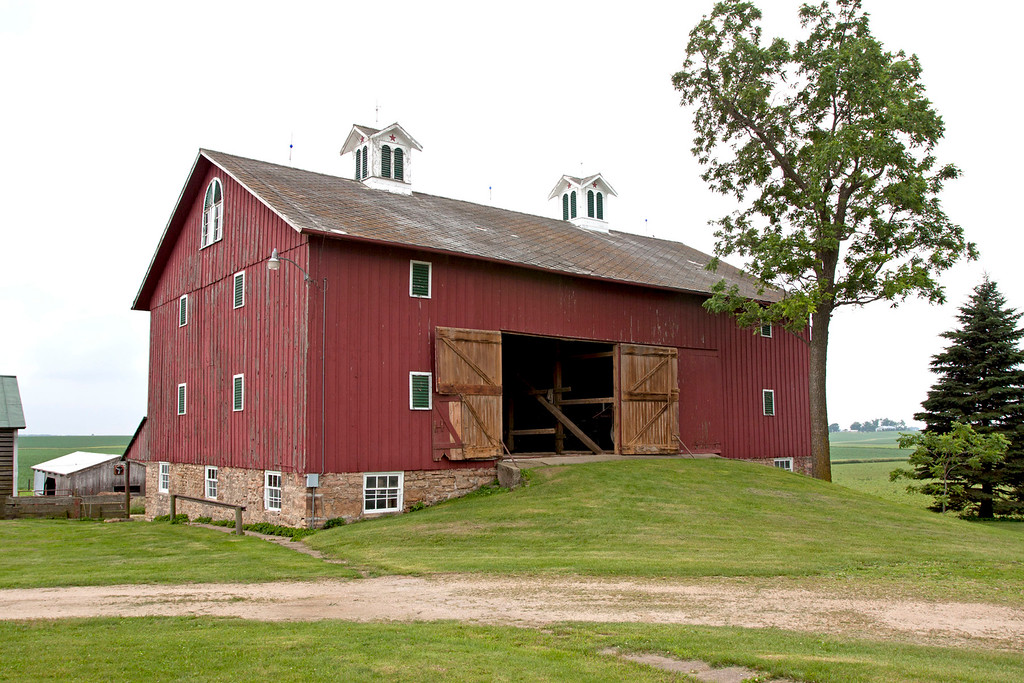 Cedar County Bank Barn