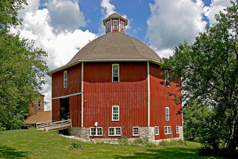 1883 Secrest octagon Barn