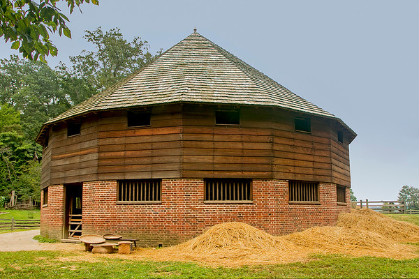 George Washington's recreated 16 sided Barn