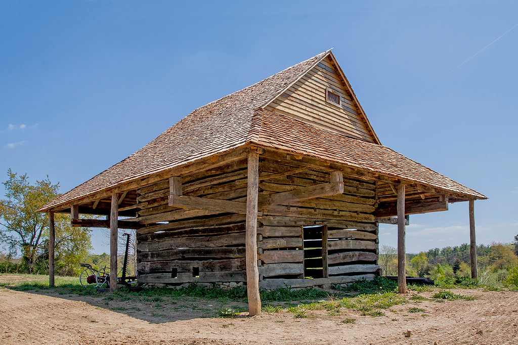 Log barn with Cantilever roof_0482-46