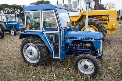Leyland 154 dwarfed by the Muir Hill 121