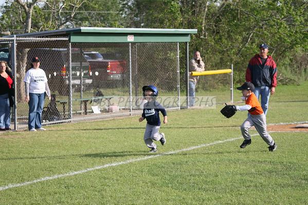 tee ball_ tigers vs giants