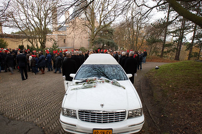 De uitvaartplechtigheid te Driehuis (29-11-2011)
