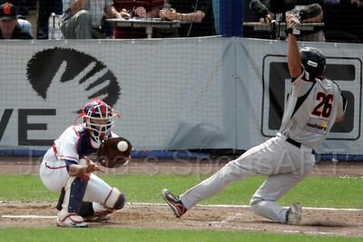 pim mulier stadion honkbal haarlemse honkbalweek nederlands team 2008 oranje Chinese Taipei tegen Nederland Taiwan baseball percy insenia scoort eerste punt voor nederland kun-sheng lin is te laat