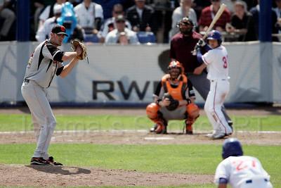 pim mulier stadion honkbal haarlemse honkbalweek nederlands team 2008 oranje Chinese Taipei tegen Nederland Taiwan baseball Leon Boyd kijkt naar de loper op twee en maakt succesvolle pick-off op tweede honk. loper chih-hsiang lin sneuvelt