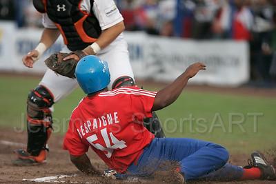 pim mulier stadion honkbal haarlemse honkbalweek nederlands team 2008 oranje netherlands - cuba cuba het eerste punt voor cuba door alfredo despaigne de aangooi uit het verre veld van eugene kingsale komt te laat