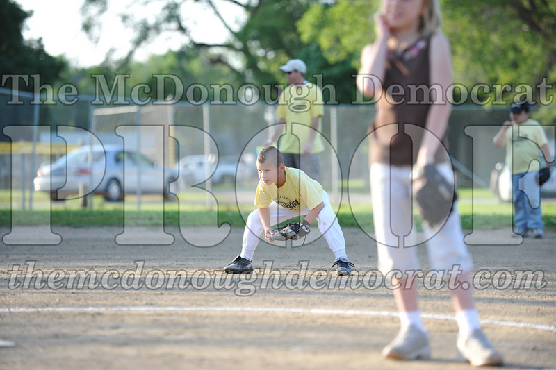 BPD Coaches Pitch Gold vs Yellow 06-03-09 018