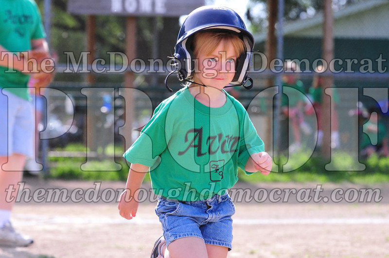 LL T-ball Avon Green vs Yellow 07-12-09 004