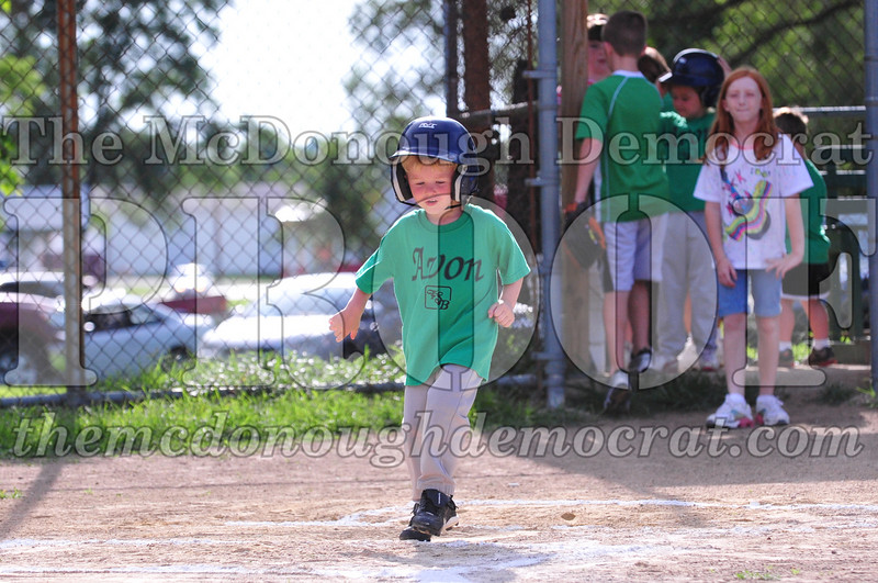 LL T-ball Avon Green vs Yellow 07-12-09 018