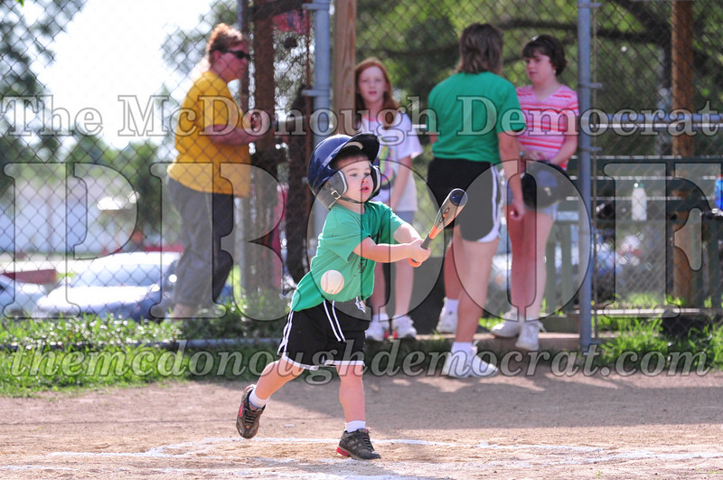 LL T-ball Avon Green vs Yellow 07-12-09 030