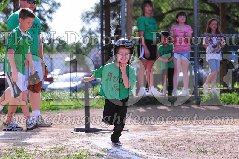 LL T-ball Avon Green vs Yellow 07-12-09 011