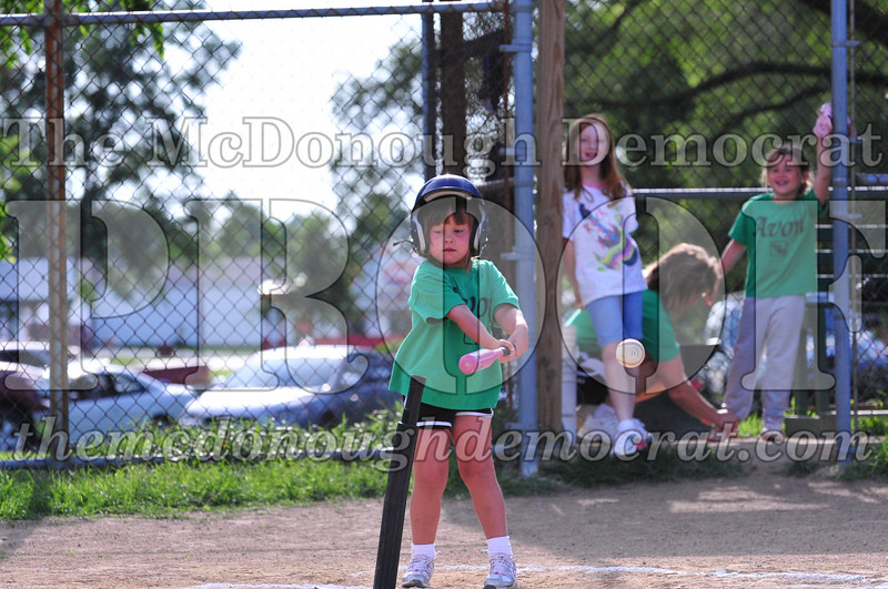 LL T-ball Avon Green vs Yellow 07-12-09 070
