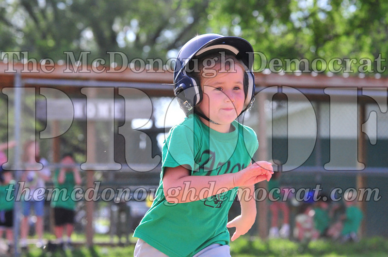 LL T-ball Avon Green vs Yellow 07-12-09 025