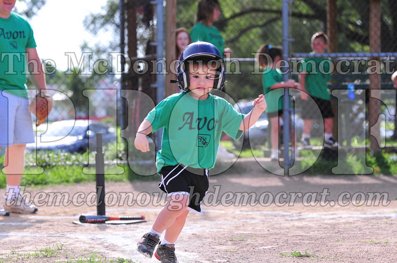 LL T-ball Avon Green vs Yellow 07-12-09 039