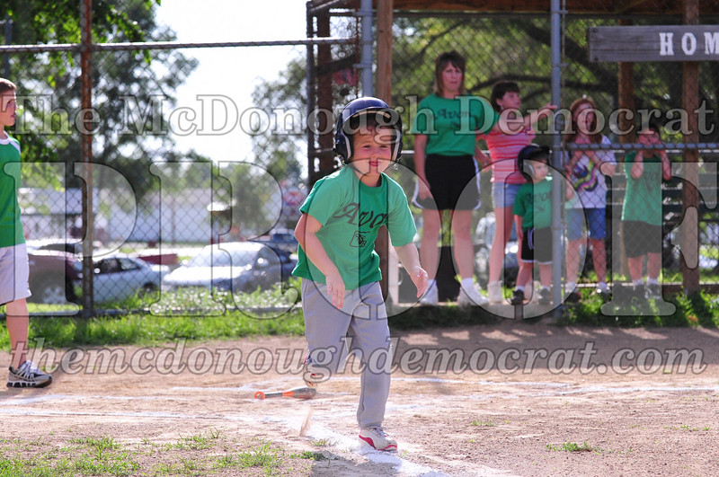 LL T-ball Avon Green vs Yellow 07-12-09 024