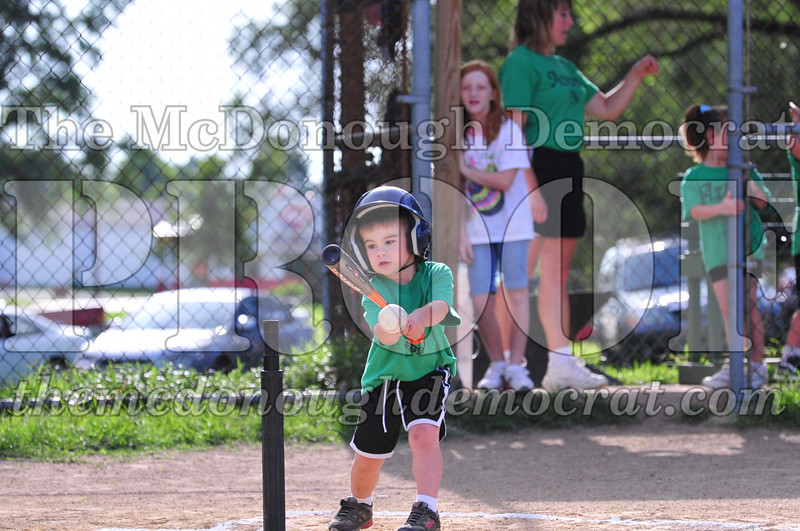 LL T-ball Avon Green vs Yellow 07-12-09 037