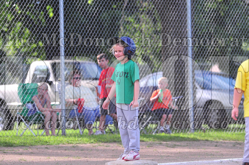 LL T-ball Avon Green vs Yellow 07-12-09 047