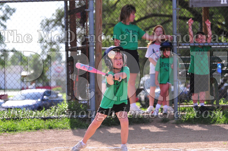 LL T-ball Avon Green vs Yellow 07-12-09 054