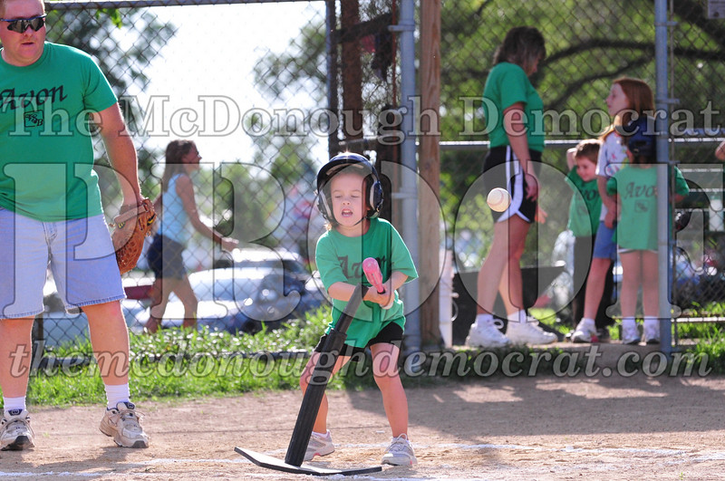 LL T-ball Avon Green vs Yellow 07-12-09 059