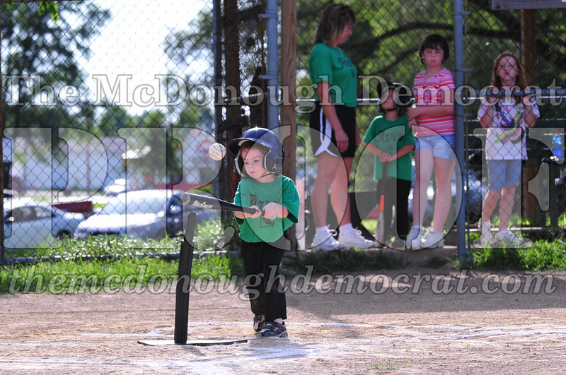 LL T-ball Avon Green vs Yellow 07-12-09 010