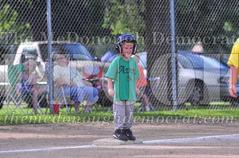 LL T-ball Avon Green vs Yellow 07-12-09 014