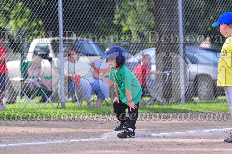 LL T-ball Avon Green vs Yellow 07-12-09 042