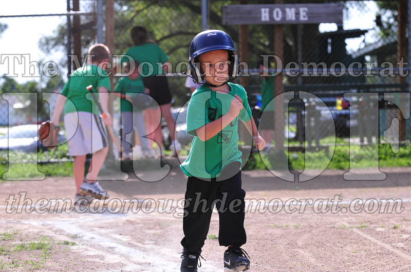 LL T-ball Avon Green vs Yellow 07-12-09 017