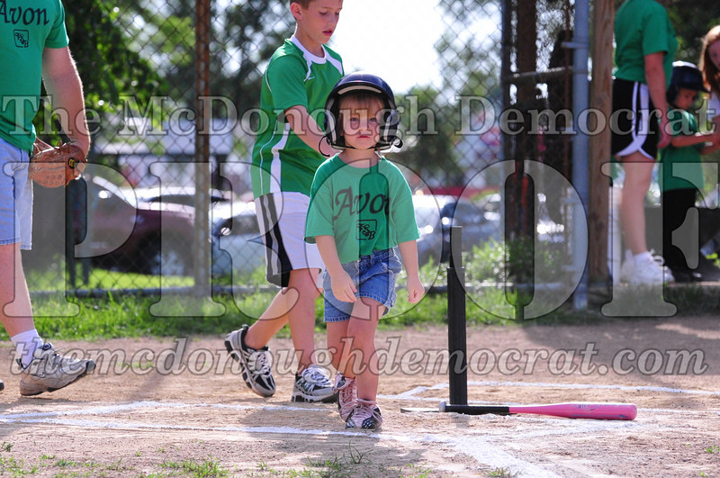 LL T-ball Avon Green vs Yellow 07-12-09 003