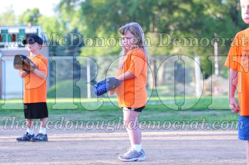 LL T-ball Orange vs Green 07-12-09 042