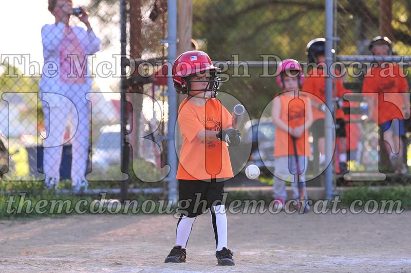 LL T-ball Orange vs Green 07-12-09 078