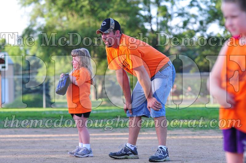 LL T-ball Orange vs Green 07-12-09 017