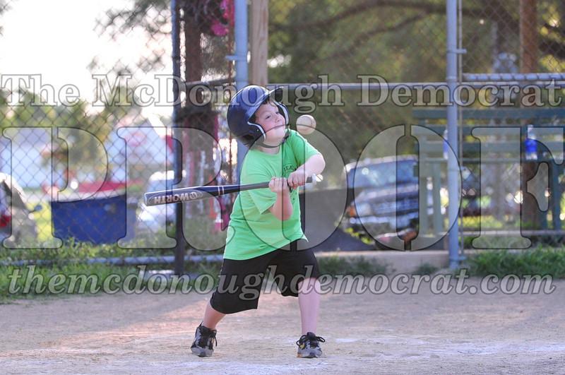 LL T-ball Orange vs Green 07-12-09 059
