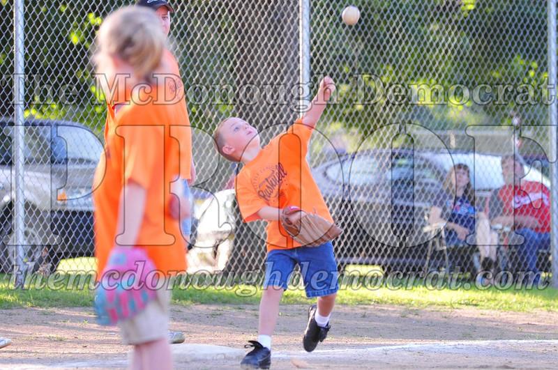 LL T-ball Orange vs Green 07-12-09 022