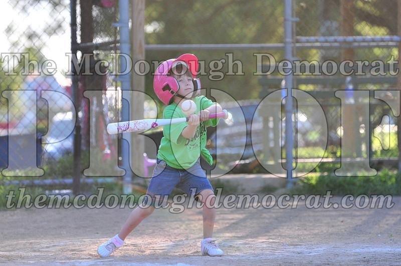 LL T-ball Orange vs Green 07-12-09 016