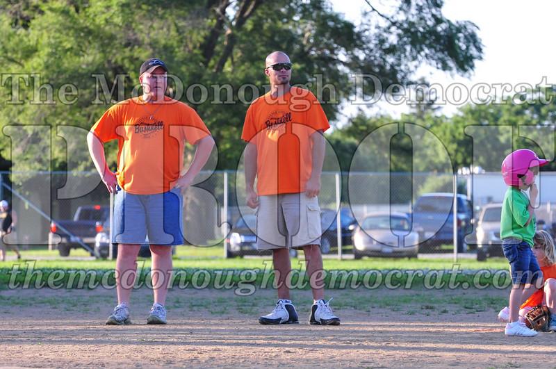 LL T-ball Orange vs Green 07-12-09 027