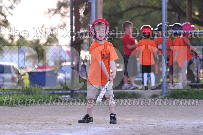 LL T-ball Orange vs Green 07-12-09 073